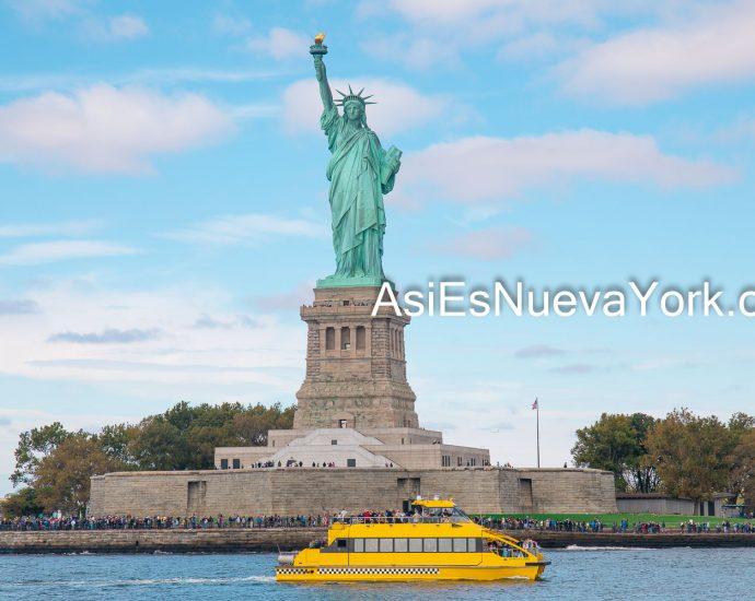 Ciudad de Nueva York – Estatua de la Libertad y barco amarillo. Foto por Javier Soriano/www.JavierSoriano.com