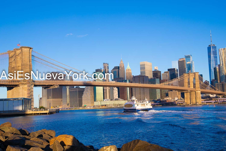Brooklyn, Ciudad de Nueva York - Bajo Manhattan y Puente de Brooklyn. Foto tomada en el Parque del Puente de Brooklyn. Foto por Javier Soriano/www.JavierSoriano.com