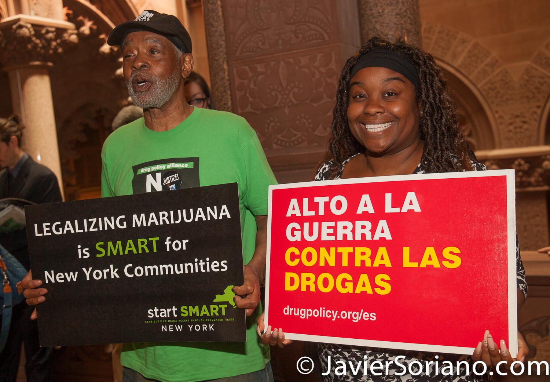 FOTO DE ARCHIVO Izquierda a derecha: Miembro de VOCAL-NY y Kassandra Frederique, Directora de Drug Policy Alliance (DPA). Foto por Javier Soriano/www.JavierSoriano.com