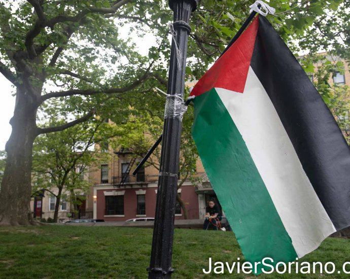 """Domingo 16 de mayo de 2021. Ciudad de Nueva York – El grupo Mexicanos Unidos realizó su tercer tianguis """"Plaza Tonatiuh"""" en Sunset Park, en el condado de Brooklyn; en la ciudad de Nueva York. Mexicanos Unidos apoya a Palestina. La bandera en esta foto es la bandera de Palestina. Foto por Javier Soriano/www.JavierSoriano.com"""